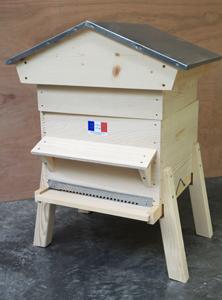 Ruche toit bois ou toit tôle chalet avec auvent monté et pieds montés
